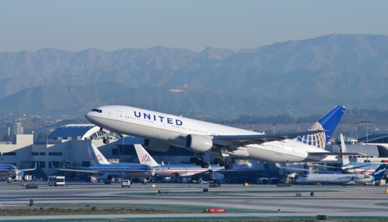 United_Airlines_-_N771UA_-_Flickr_-_skinnylawyer
